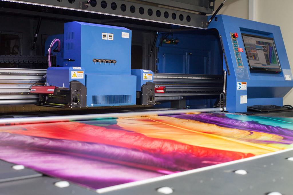 возможности с широкоформатной УФ-печатью